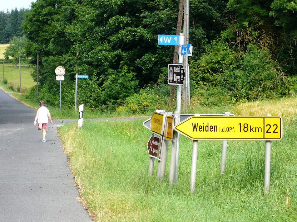der Weg zum Hof