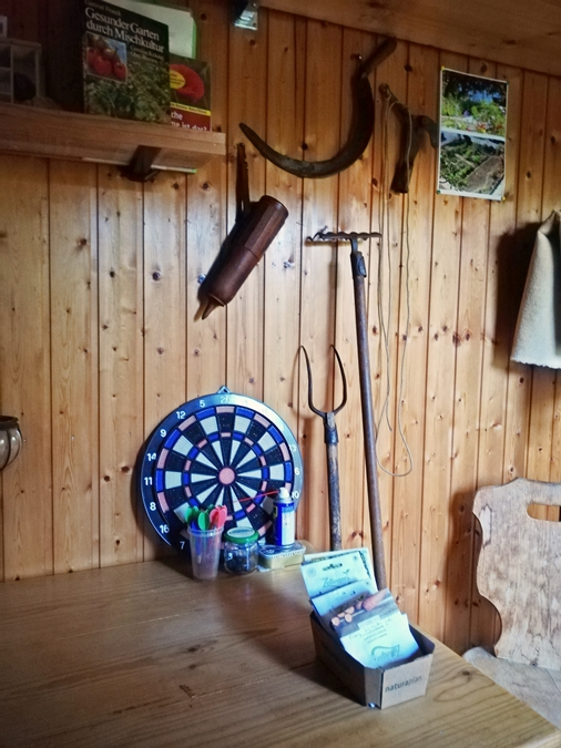 Finally being able to furnish the garden shed so that one feels comfortable. Equipment partly from the estate of friend G's mom