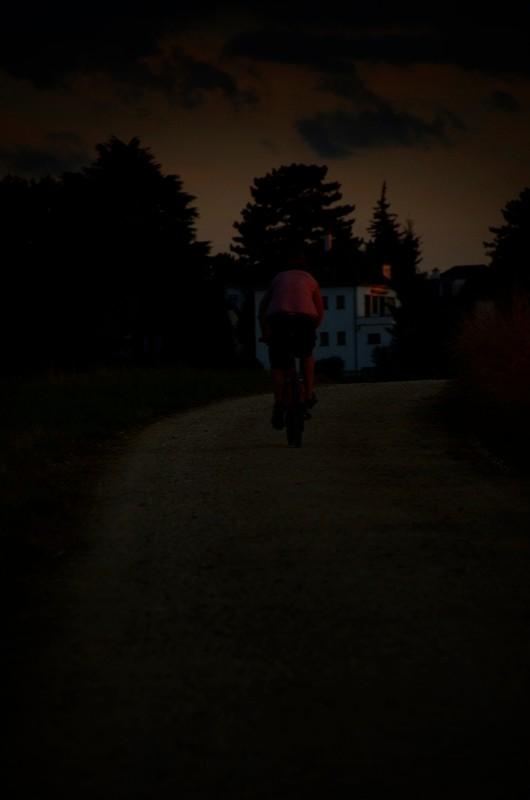 AincaArt, Ainca Gautschi-Moser, Foto und Text, writer photographer, www.aincaart.ch, Quersatz, velo, bike, sunset, sonnenuntergang