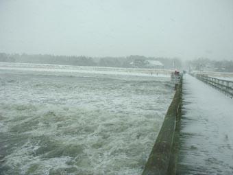 Starker Wellengang der Ostsee im Winter