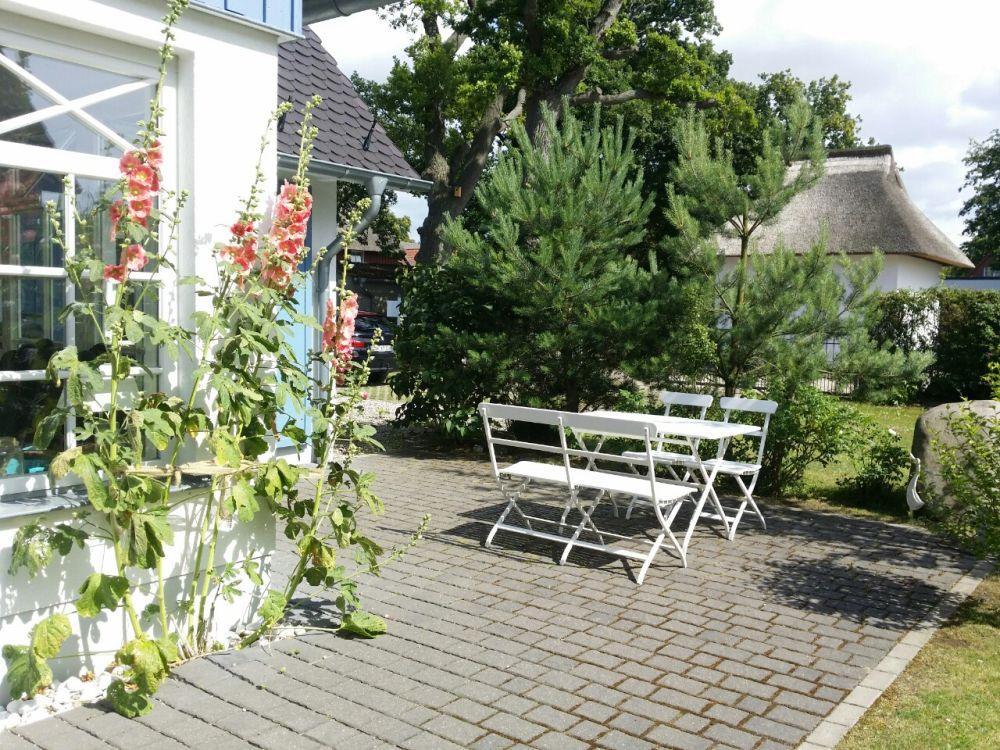 Das Ferienhaus verfügt über 2 möblierte Terrassen. Die Süd-West-Terrasse bietet besonders in den Morgenstunden Sonne.