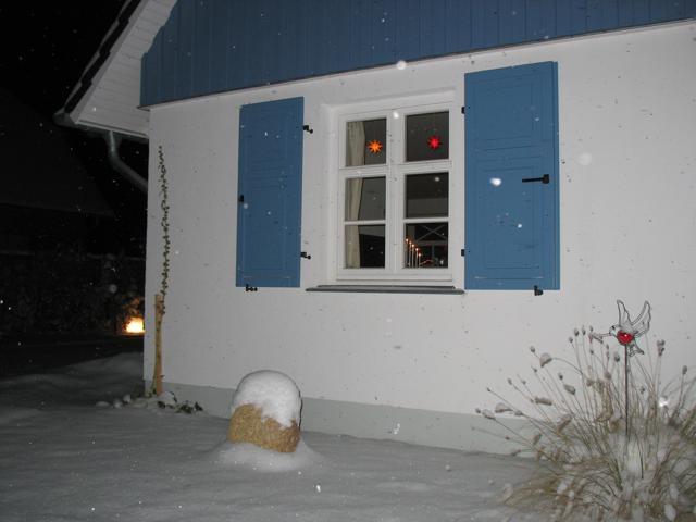 Auch im Winter immer eine Reise wert. Das Ferienhaus verfügt über einen Kamin und eine Sauna.
