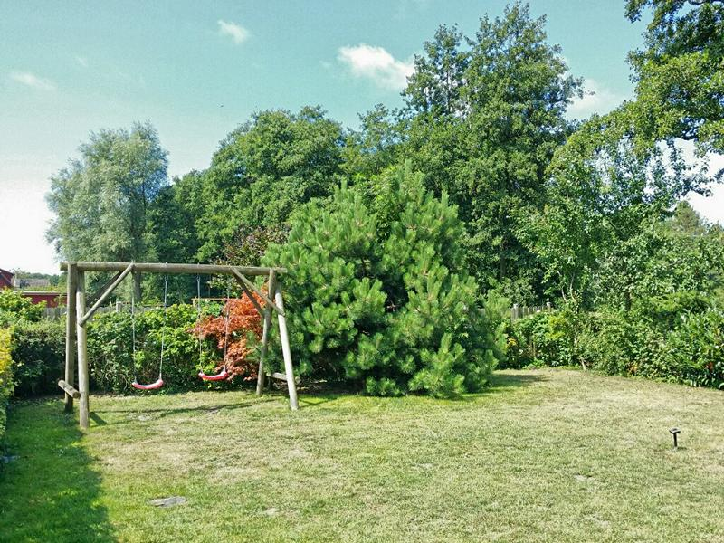 Garten mit Schaukel