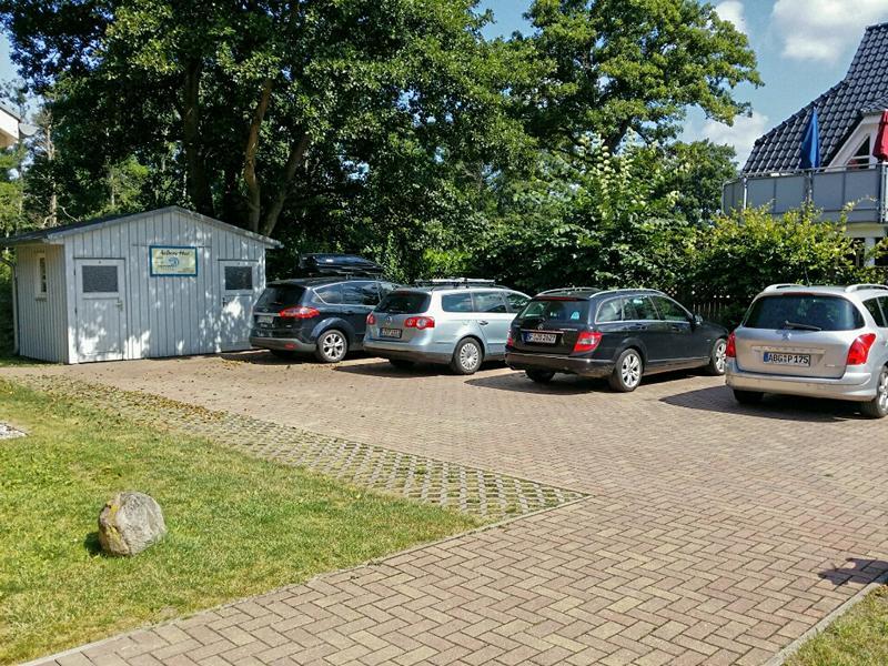 Zur Ferienwohnung gehört ein großzügiger Parkplatz