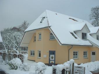 Das schneebedeckte Ferienhaus Aachenhus