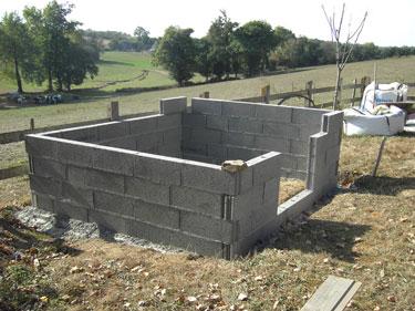 fondation et pose parpaing pour nid hirondelle nichoir