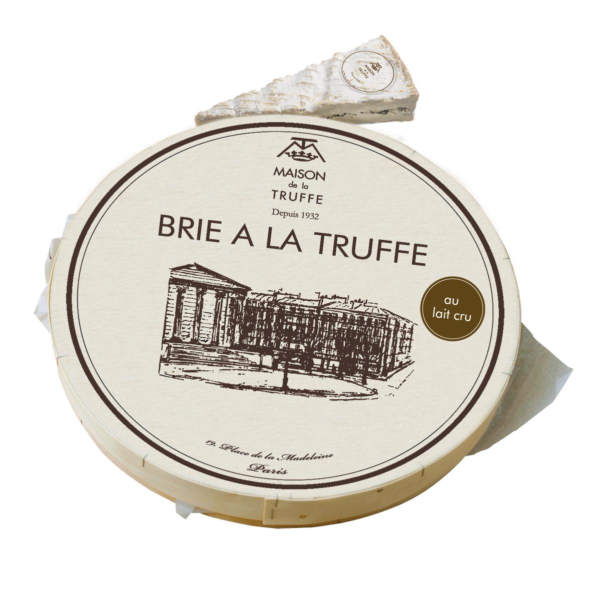BRIE A LA TRUFFE - Dieser Brie wird Sie durch seinen zarten Schmelz und seine Cremigkeit begeistern. Der kräftige Geschmack des Brie vermischt sich mit den sehr ausgeprägten Aromen des Trüffels zu einer raffinierten und perfekt ausgewogenen Verbindung.