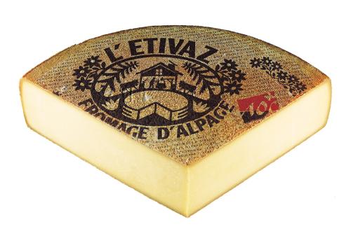 L'ETIVAZ - Hartkäse aus Rohmilch, aus Almenherstellung. Von Mai-Oktober wird diese Spezialität über dem Holzfeuer in den Sennereien der Waadtländer Alpen und Voralpen hergestellt. Ein rustikaler Geschmack, leicht rauchig, typisch pikanter Geschmack.