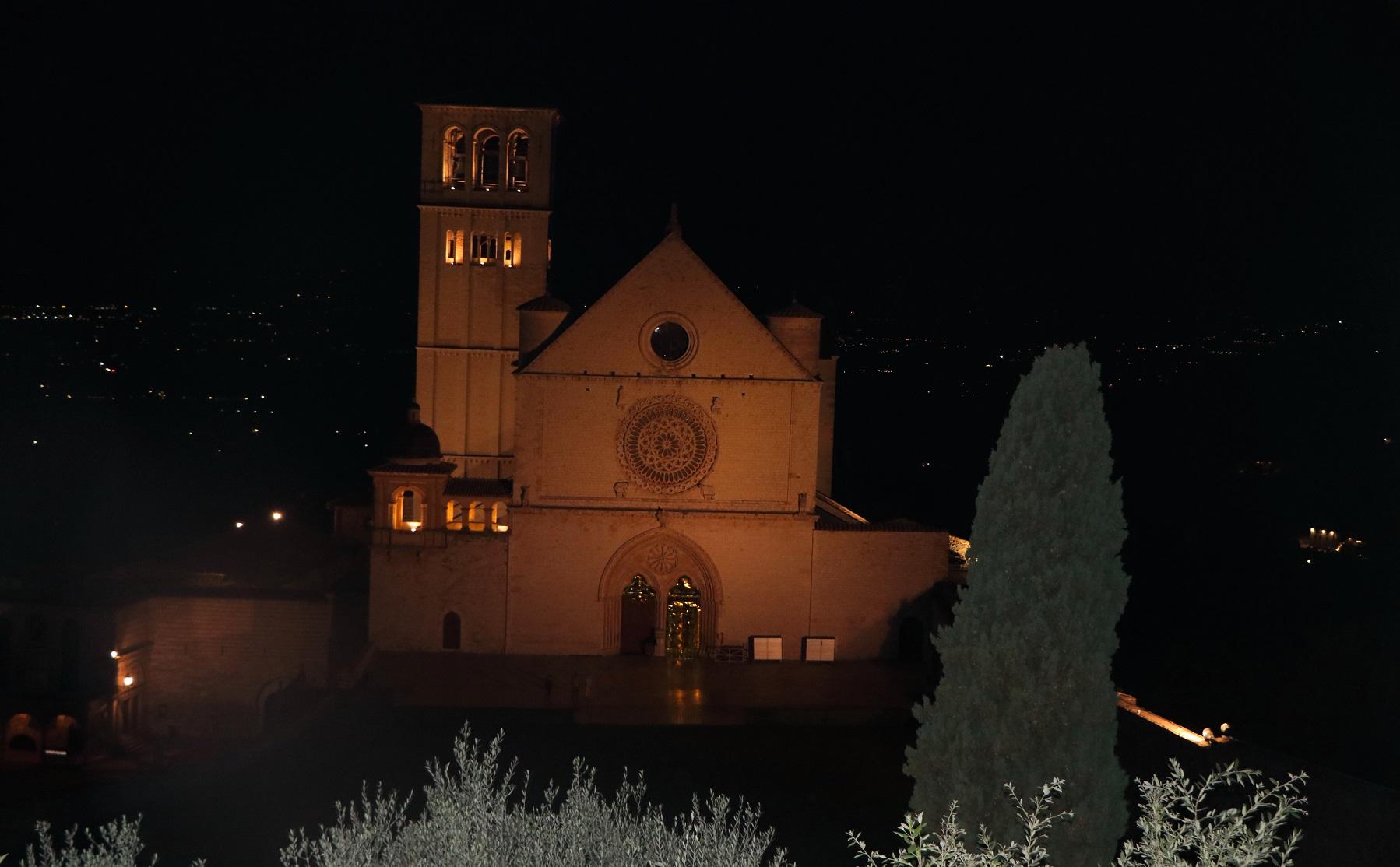 Kirche von Franz von Assisi by night.