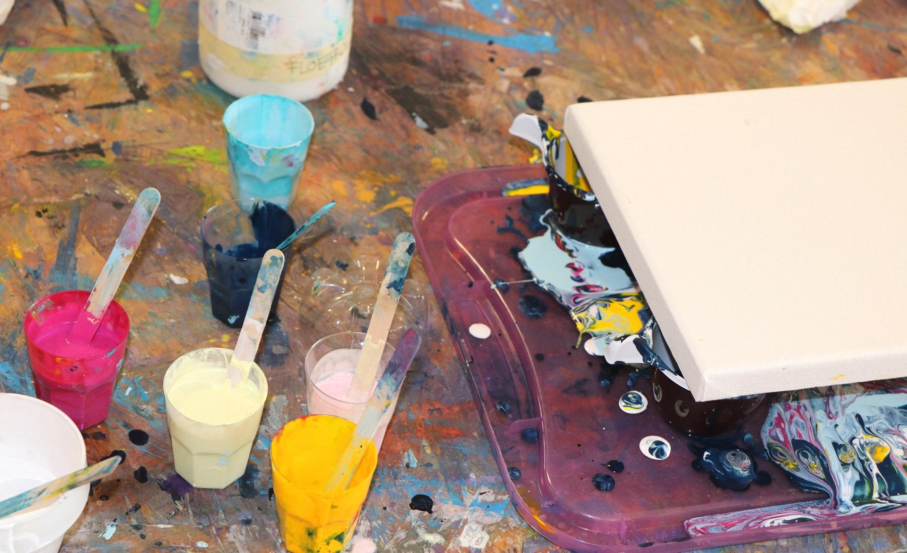 Die Farben sind bereit für die Kreation... :-)