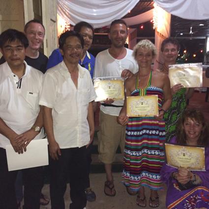 Geschafft! Die philippinische Familie der Geistheiler ist gewachsen.