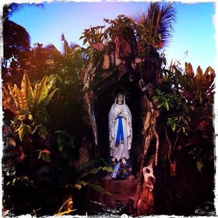 Mutter Maria, die Schutzpatronin der philippinischen Geistheilung.