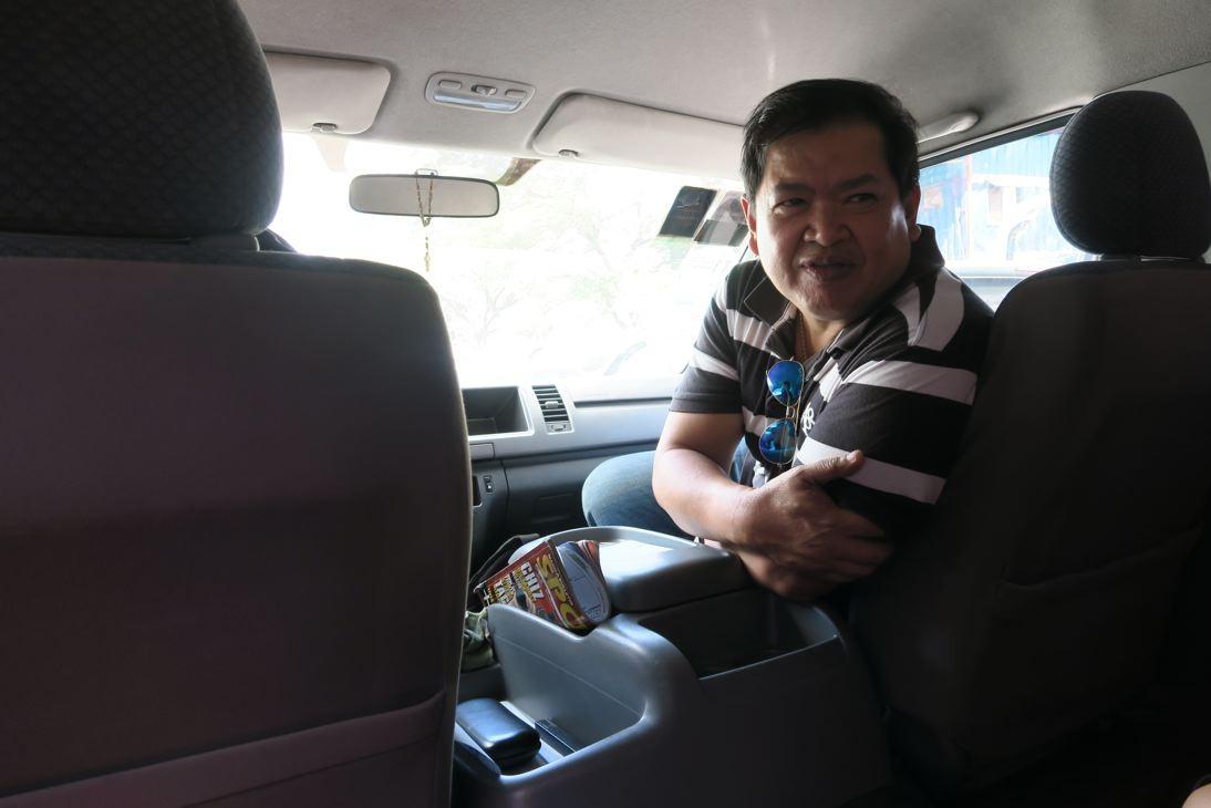 Joseph holt uns in Manila ab.