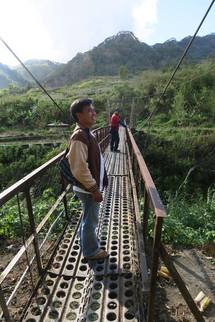 Durch die Reisfelder und Plantagen zum Wasserfall in Sagda.