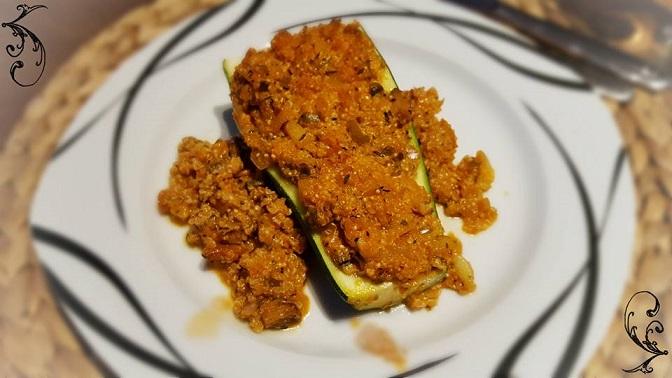 Vegetarische gefüllte Zucchini mit Quinoa