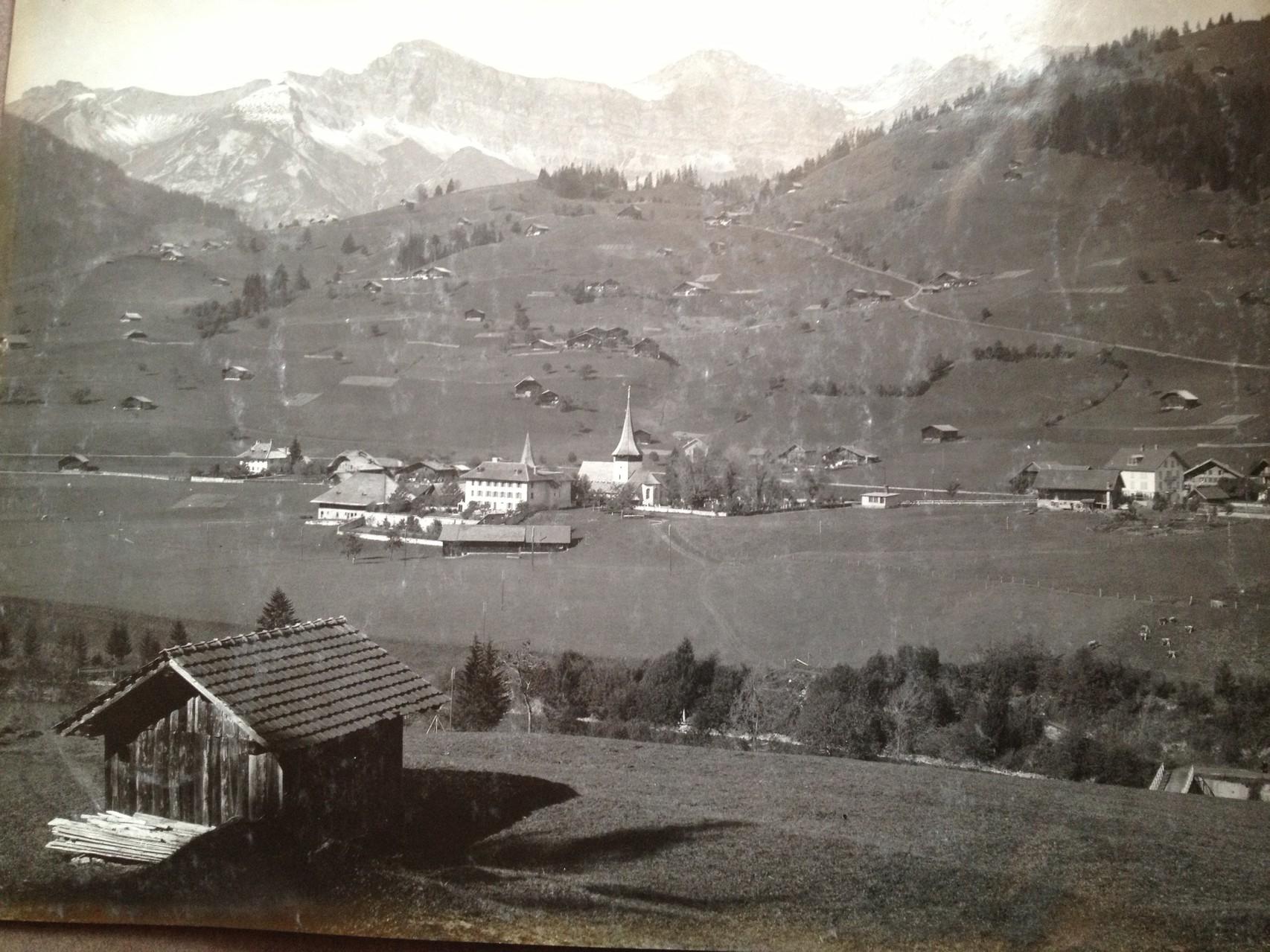 Vue sur le village et l'église