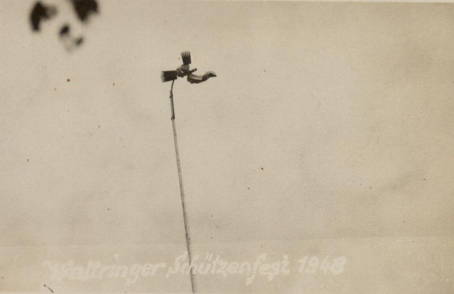 Schützenfest 1948: Vogel in luftiger Höhe. Ohne Kugelfang! Heute undenkbar!