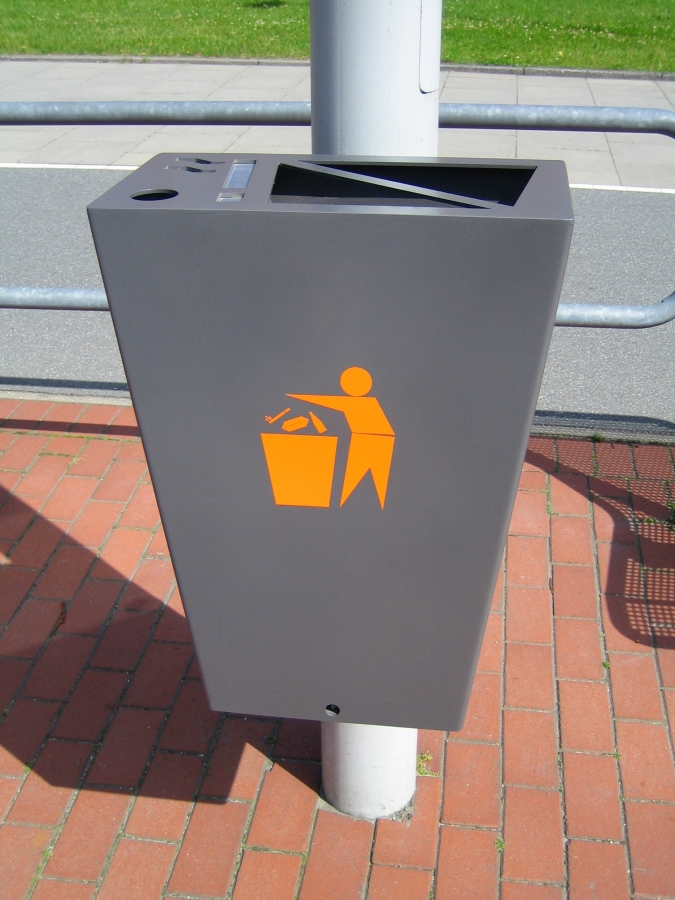 Abfallbehälter/Ascher
