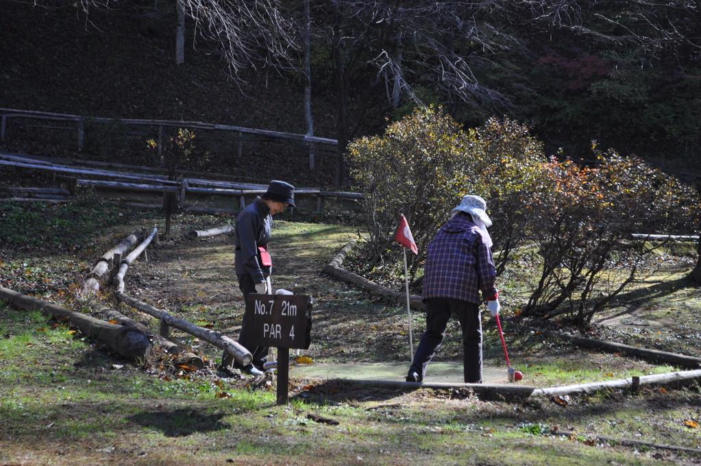 日当たりの良い日のマレットゴルフ場はのんびりと穏やかな時が流れます