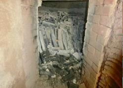 窯の中炭が横たわる