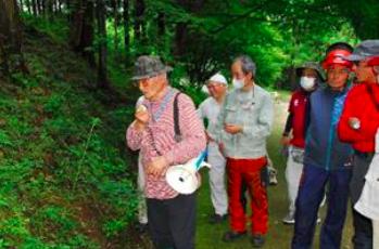 三景園内の自然観察会の様子