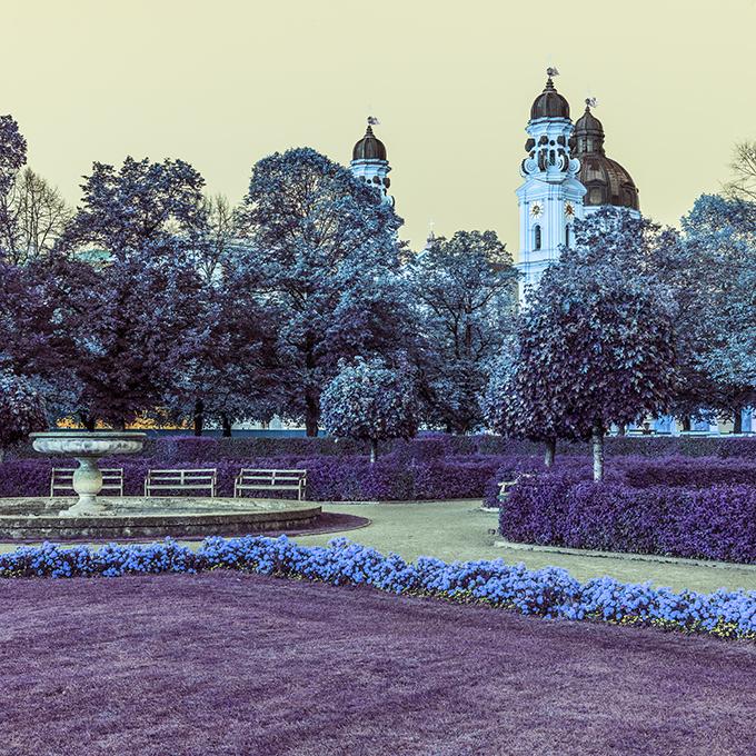 Der Hofgarten in der Dämmerung mit Theatinerkirche in Farbe, Muenchen