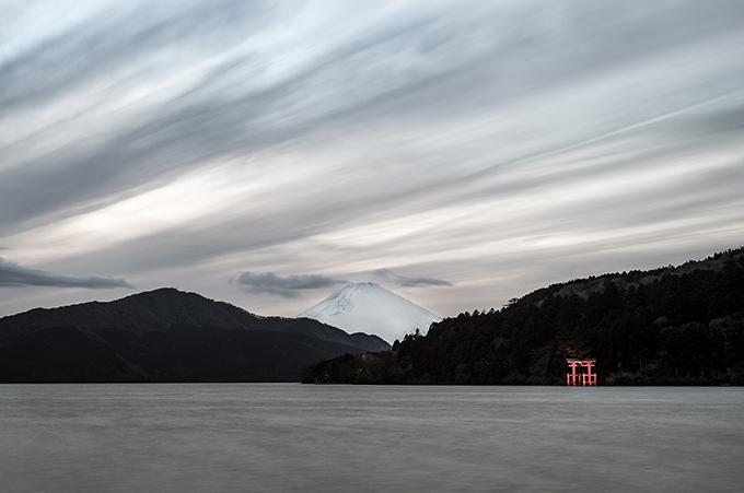 Blick auf den frischbeschneiten  Mount Fuji von Hakone, Japan, als Farbphoto