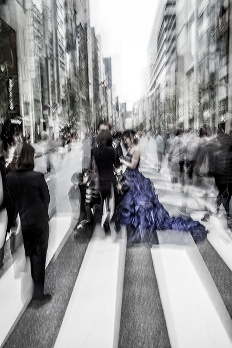 Japaner geht auf der Ginza Maronie Dori in Tokyo, Japan als Farbphoto