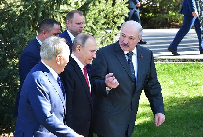 """""""Русский мир. Присоединяйтесь"""". На следующий день Назарбаев объявит о переходе на латиницу"""