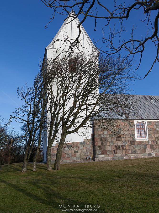 Nørre-Lem Kirke bei Lemvig mit einem weiten Blick über die Nissum-Bredning