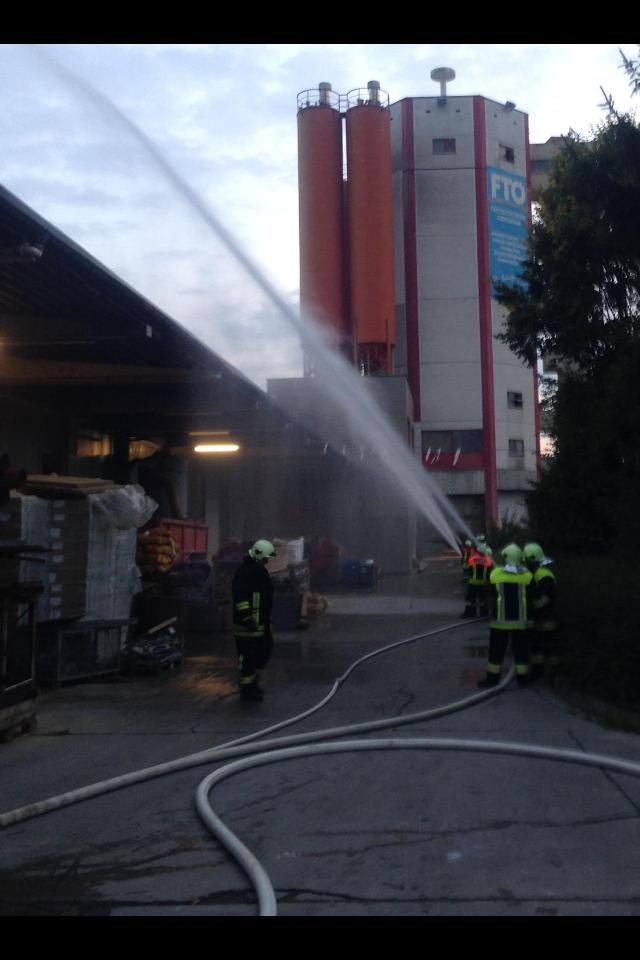 Übung bei der Fa. FTO Obermain in Horb am Main am 25.09.2014 im Rahmen der Feuerwehr-Aktionswoche (1) - (Foto: FF Burgkunstadt)