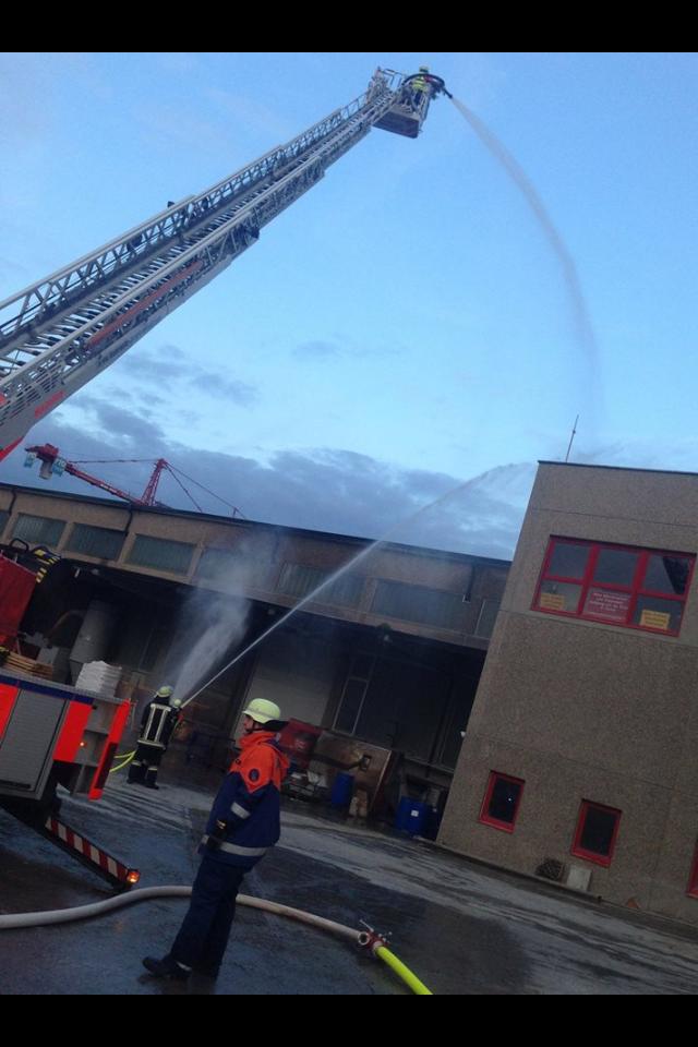 Übung bei der Fa. FTO Obermain in Horb am Main am 25.09.2014 im Rahmen der Feuerwehr-Aktionswoche (2) - (Foto: FF Burgkunstadt)