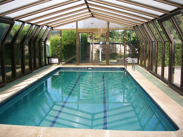 un abri de piscine stylé
