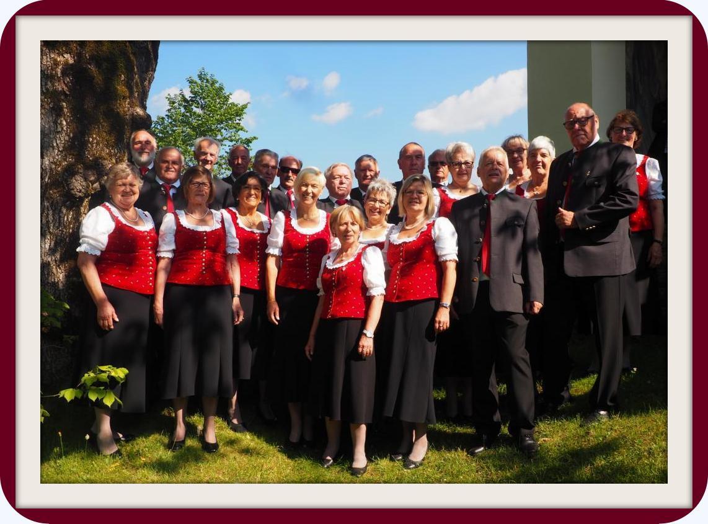 """Chor """"Vocalklang"""" vor der Pfarrkirche Marul"""