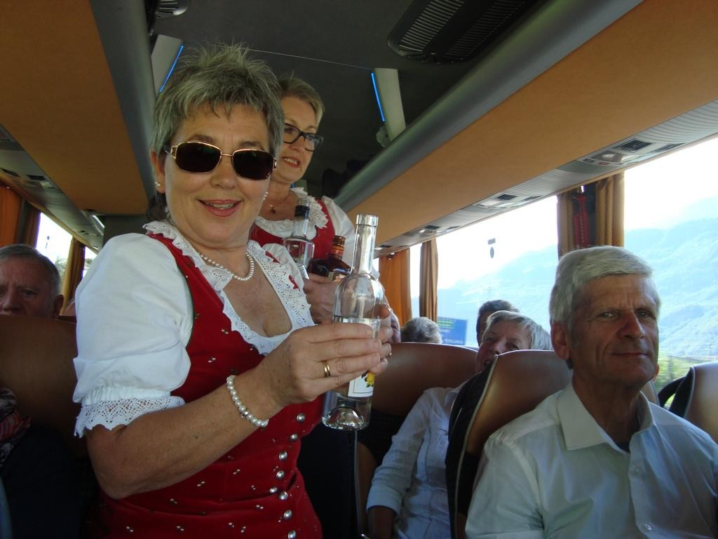 ...im Bus wurde viel gesungen, daher musste gelegentlich die Stimme geölt werden