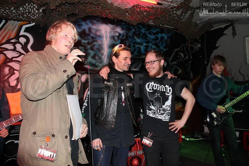 Bei Moderationen auf der Bühne gehört auch die feine Arbeit dazu. /// Foto; NEBfoto Berlin