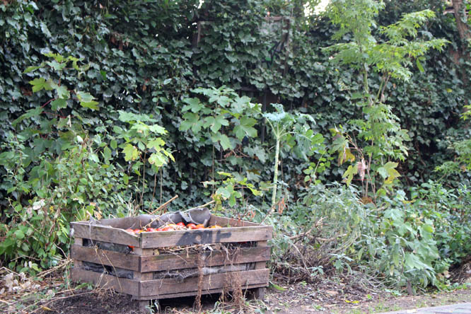 Garden at Charonne Voyageur