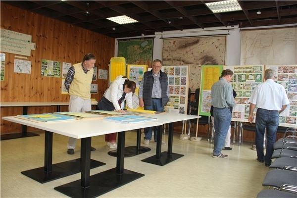Im Heimatmuseum gibt es eine Ausstellung zu den Ortsspaziergängen der Schaumburger Landschaft zu sehen.