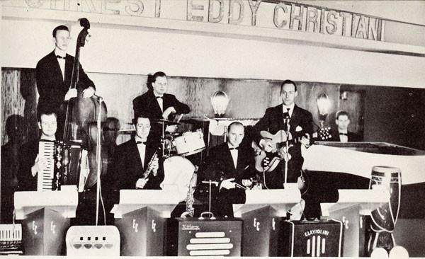 1955 Orkest Eddy Christian - Eddy met Framus Billy Lorento gitaar. Op de voorgrond staan de versterkers van de Tuttivox en de Clavioline