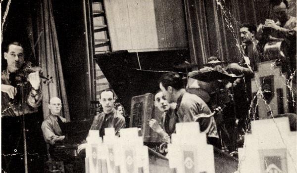1945 Eddy Christiani als 1e luitenant gitarist bij de Cold Stream Guards