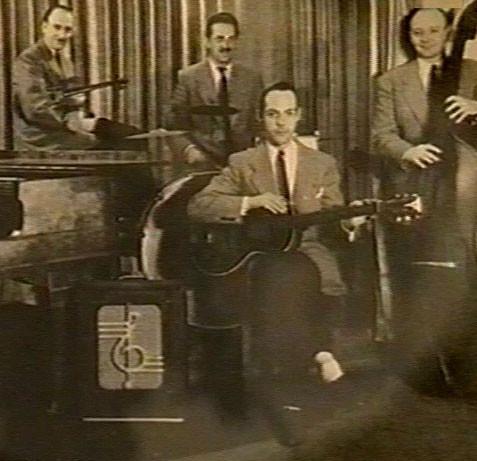 Op de voorgrond Eddy met zijn electrische Epiphone  Electar Model M gitaar + versterker in het Orkest Frans Wouters. Verder Frans Poptie (viool), Bud van Hooren (drums) en Frans Wouters (bas)