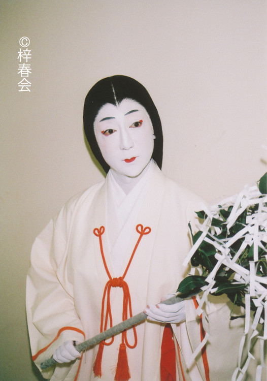 2012年6月新橋演舞場「小栗栖の長兵衛」(巫女 小鈴)