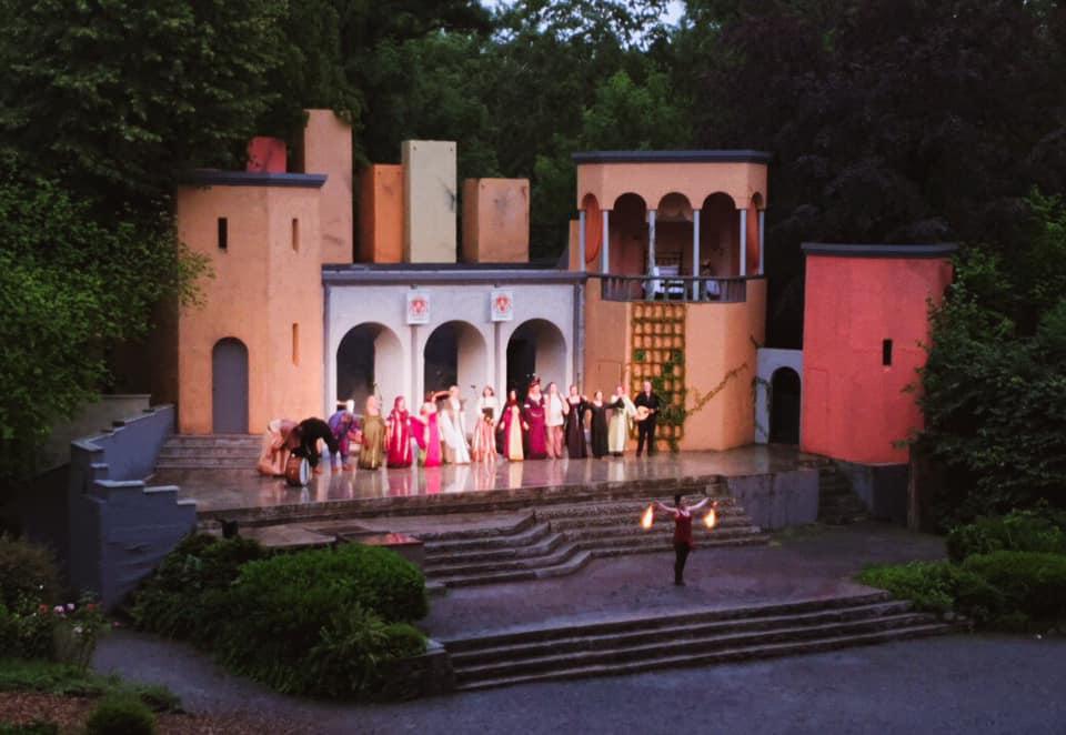 Violetta & Lilia caeli an der Waldbühne, Hamm-Heessen, Juli 2019 | Dirk Schützner