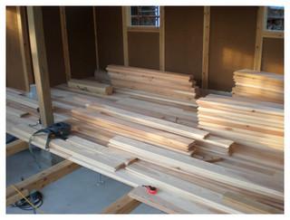 内装 杉床板張り 施工開始