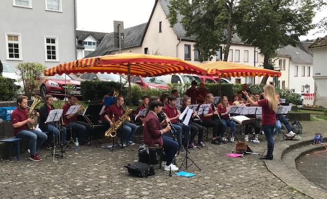 Jugendorchester des Musikvereins Hadamar Stadt und Land auf dem Neumarkt am 19.9.2021 (Quelle: J. Schäfer)