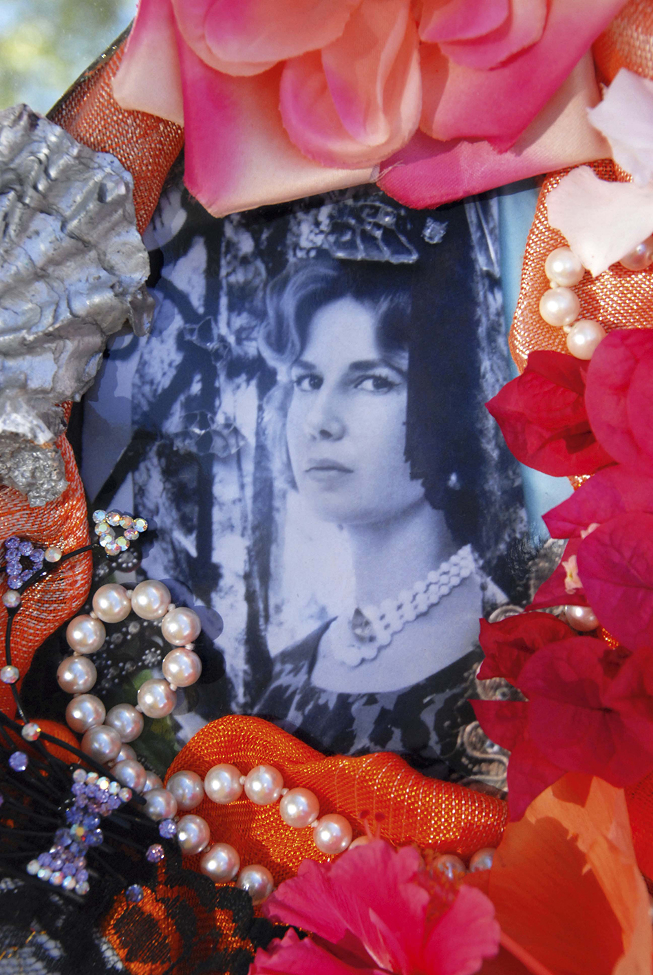 Christine Spengler. Portraits. Duchesse d'Albe à la rose