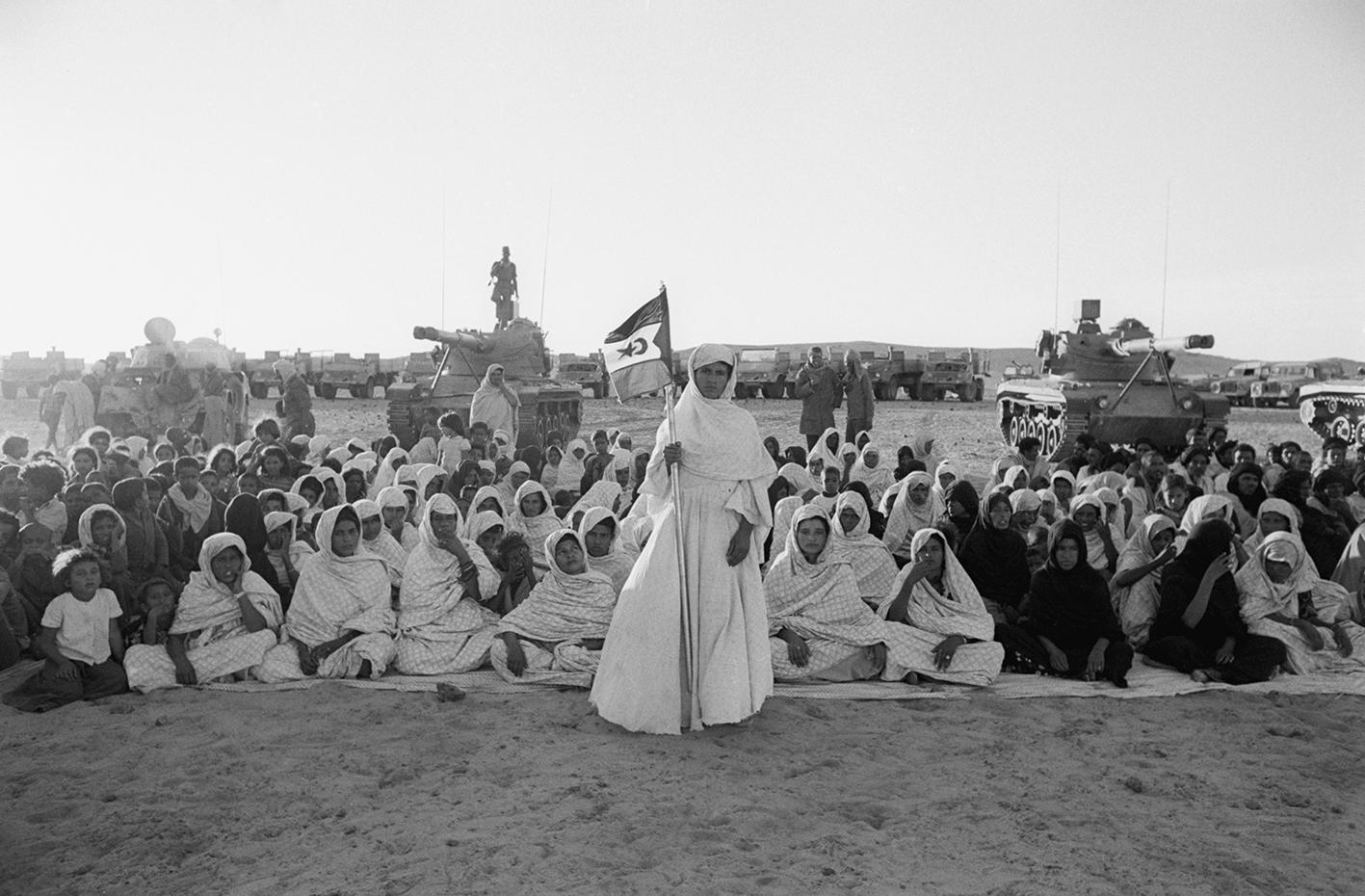 &#169Christine Spengler - Sahara Occidental, 1976. Mahbès.