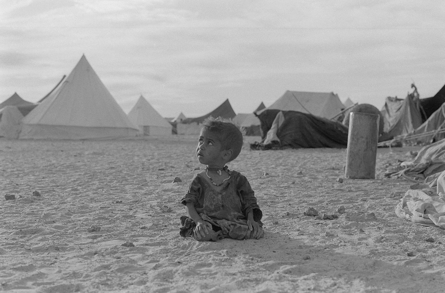 &#169Christine Spengler - Sahara Occidental, 1976. Tindouf.