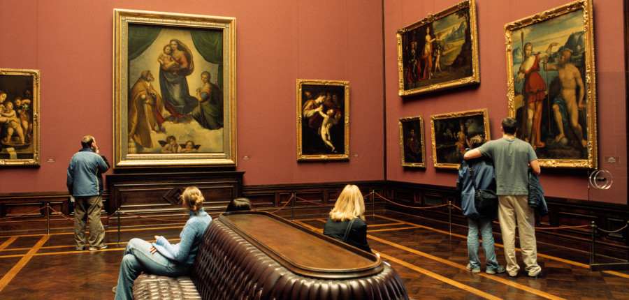 Salle où est exposée à Dresde la Madone