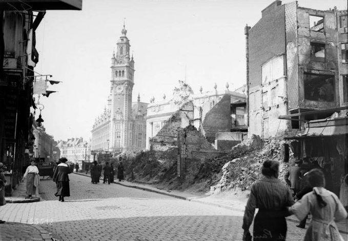 Lille centre-ville - ce cliché est pris en 1919, les dégats de 1914 sont encore bien là !